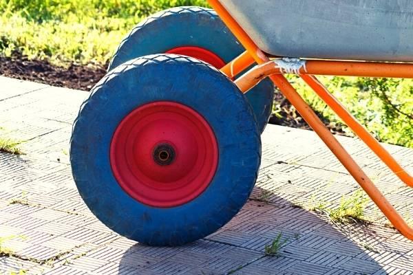 yard wheelbarrow tire