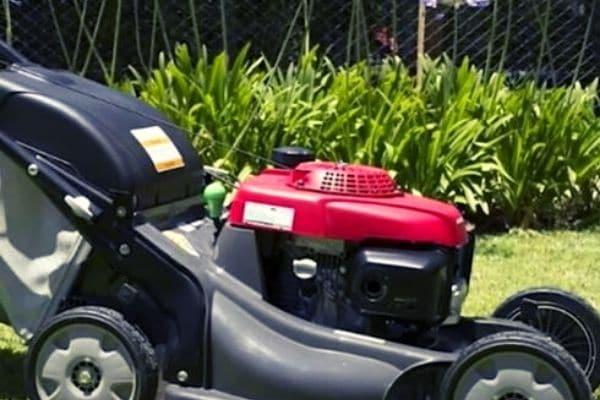 self-propelled lawnmower