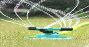 Tommy's automatic 360-degree lawn sprinkler